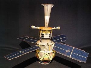 Бумажная модель Gravity Probe B. Credits: Stanford, NASA
